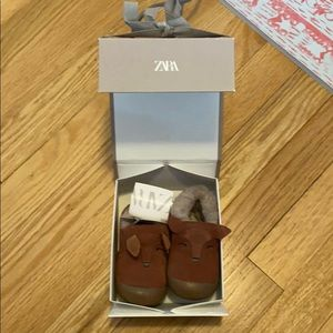Leather insulated baby shoes size 3 Zara.  NWT